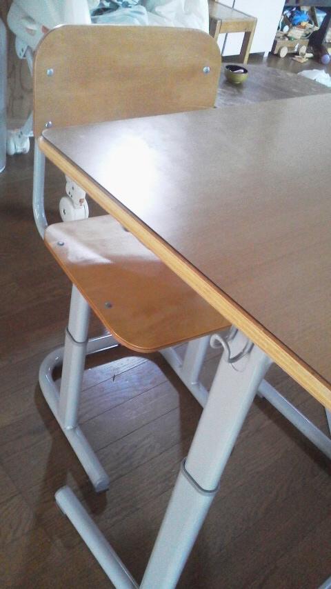 我が家に机がやって来た